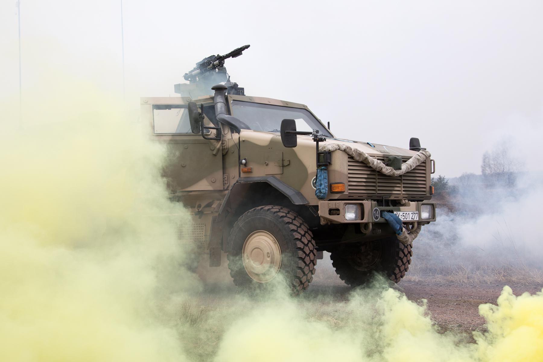 """Das geschützte Fahrzeug """"Dingo"""" nach einer simulierten Ansprengung. (Quelle: Luftwaffe/Susanne Hähnel)"""
