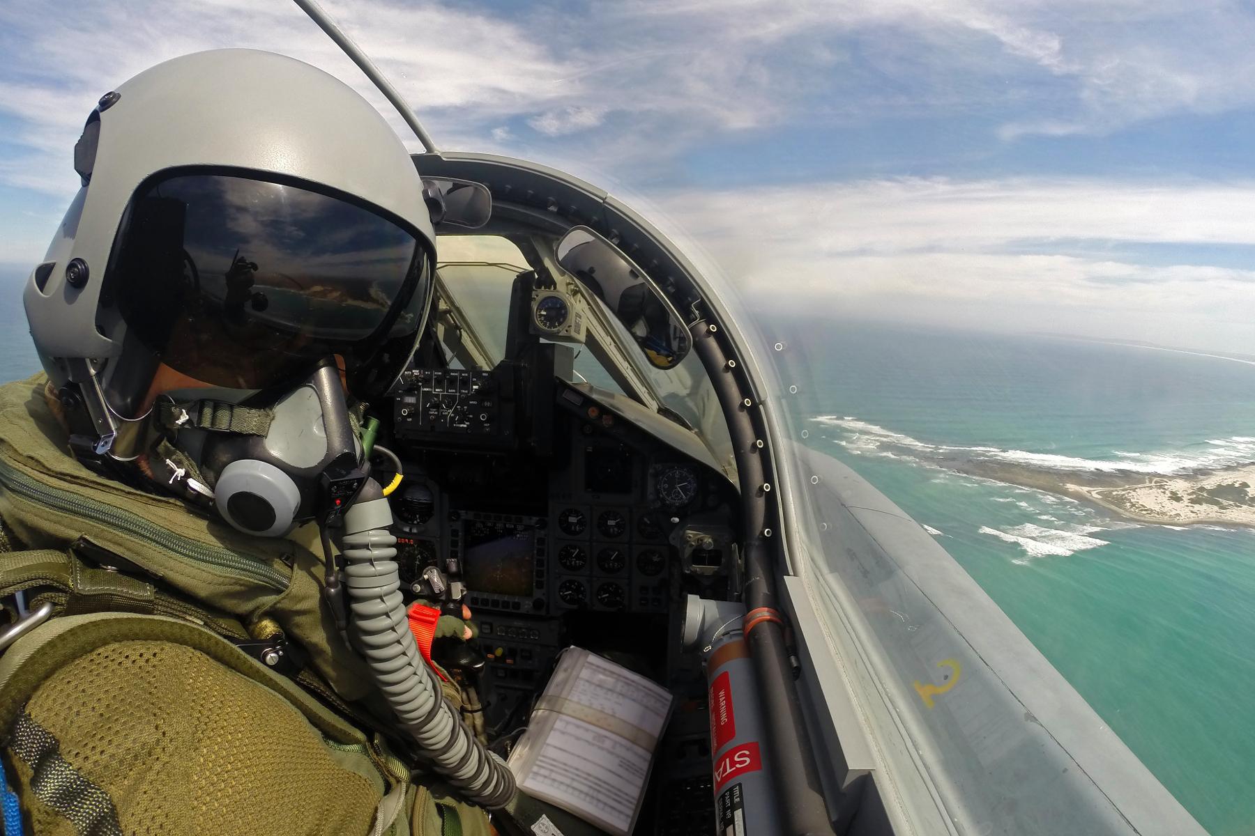 Ein Pilot des Taktischen Luftwaffengeschwaders 33 aus Büchel überfliegt in einem Tornado IDS ASSTA 3.0 die Südspitze Afrikas, Südafrika März 2017.