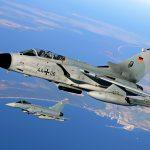 Eurofighter des TaktLwG 31 und Tornados des TaktLwG 33 bilden zusammen einen Einsatzverband, der auf dem Fliegerhorst Laage stationiert wurde. (Quelle: Luftwaffe/Stefan Petersen)