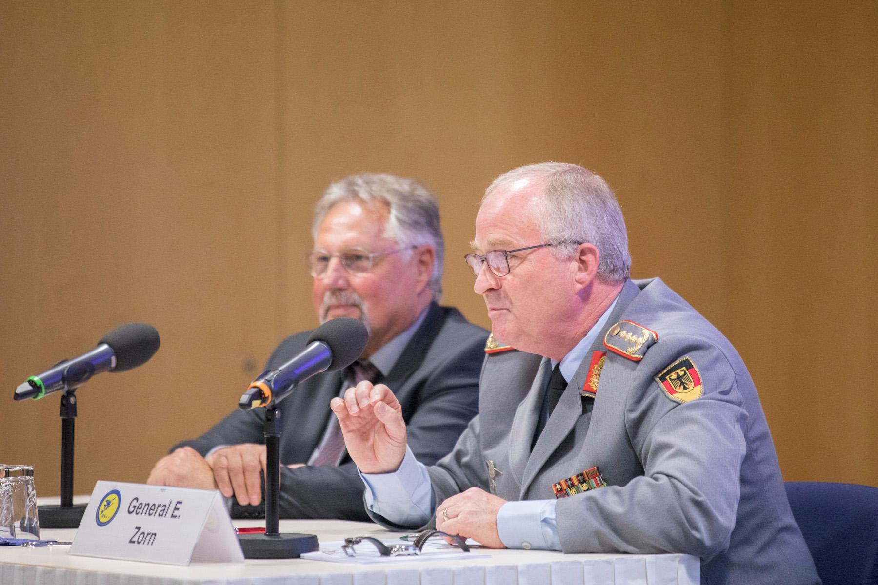 Fesselnder Vortrag: General Eberhard Zorn zu Gast bei der IDLw.