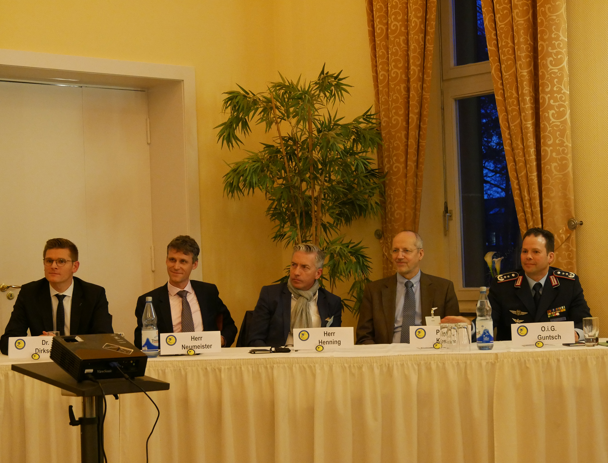 : In der abschließenden Gesprächsrunde stellten sich die Vortragenden den Fragen des Auditoriums.