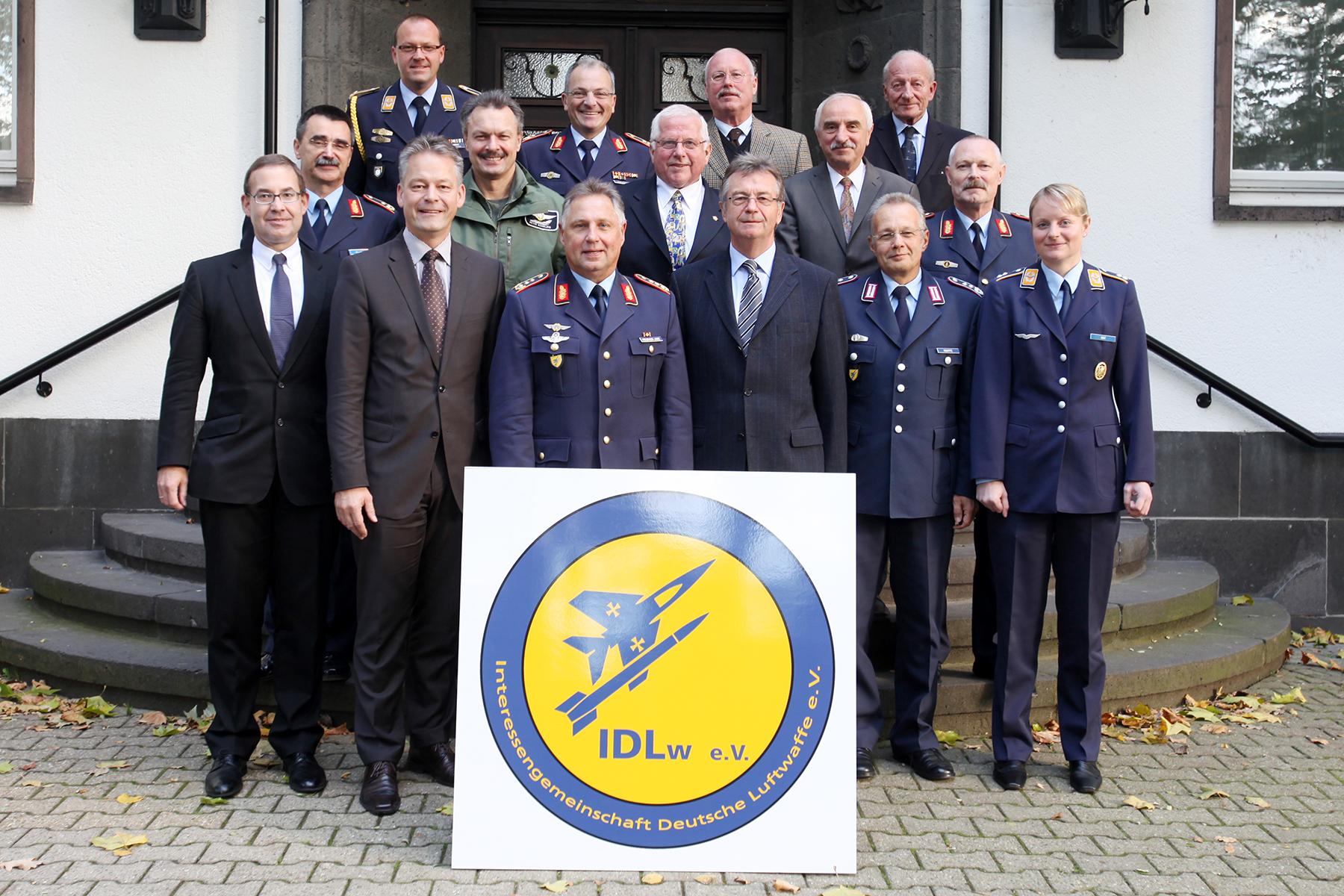Das Bild zeigt die Gründungsmitglieder am 25.Oktober 2010 in Köln-Wahn